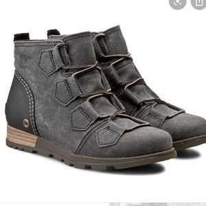 Sorel canvas/leather booties 💙
